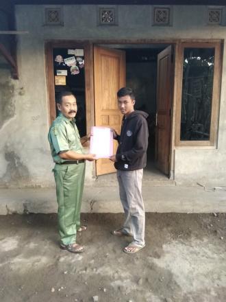 Penyerahan Akta Kematian Program Aksi Simpati Di Kemutug RT 001