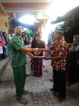 Penyerahan Akta Kematian Program Aksi Simpati di Potronanggan RT 005
