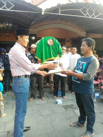Penyerahan Akta Kematian Oleh Lurah Desa Tamanan Kepada Ahli Waris Alm. Sunardi di Potronanggan RT 0