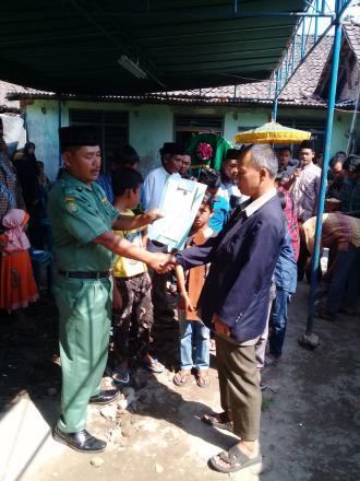 Aksi Simpati Untuk Warga Ngumbul RT 001 yang Diberkan Oleh Kepala Dukuh Tamanan