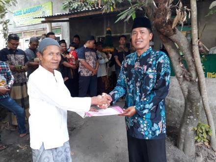 Penyerahan Akta Kematian di Glagah Kidul RT.001 Oleh Kepala Dukuh