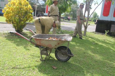 Kerja Bakti Pamong Desa