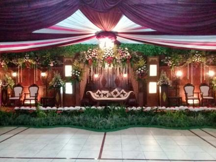 Dekorasi Pernikahan Cantik Karya Putra Tamanan