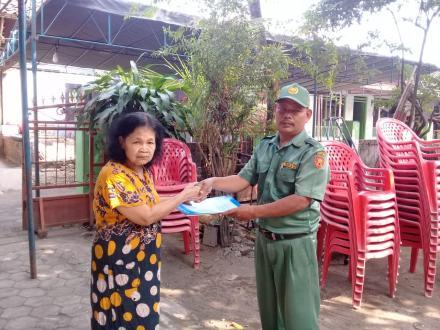 Aksi Simpati Penyerahan Akta Kematian di Tamanan Kulon RT 2