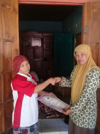 Penyerahan Akta Kematian Program Aksi Simpati Di Dladan RT 004