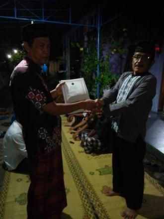 Penyerahan Akta Kematian Almarhumah Dalidjah di Krobokan RT 02