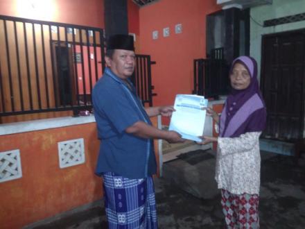 Penyerahan Akta Kematian Alm Cipto Mardi Alias Margingsang di Kragilan RT 03